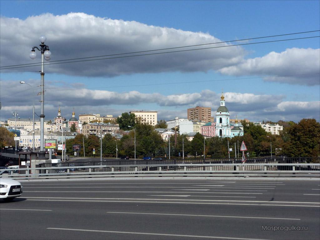 Котельническая набережная: Малый Устьинский мост, вид на Таганский район