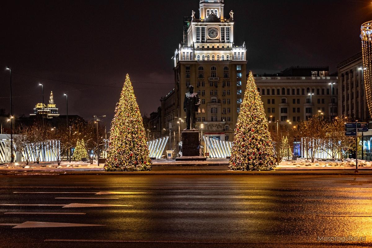 Новогодние ёлки на Триумфальной площади