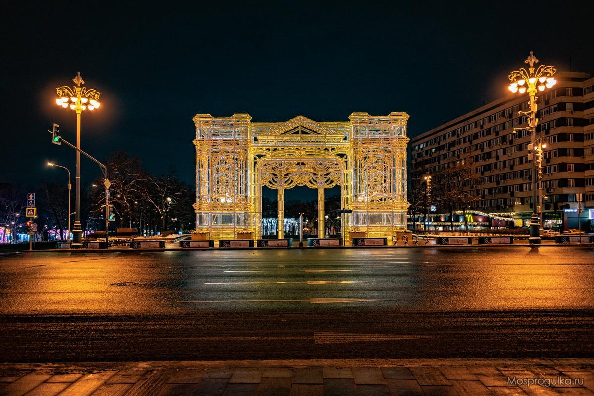 Световая арка в Новопушкинском сквере