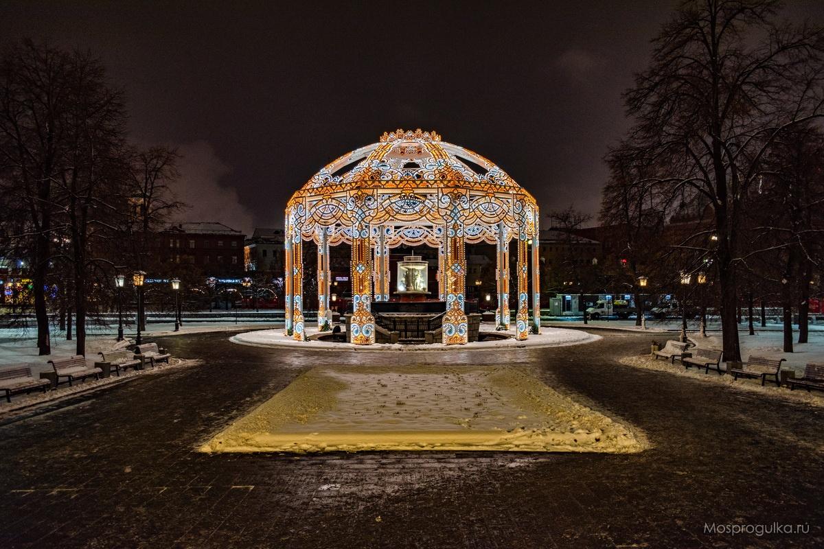 Световая арка на Театральной площади
