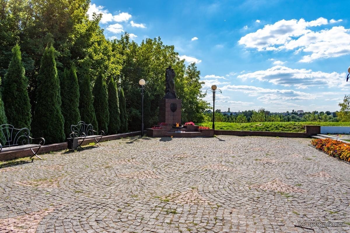 Памятник Воину-освободителю в Серпухове