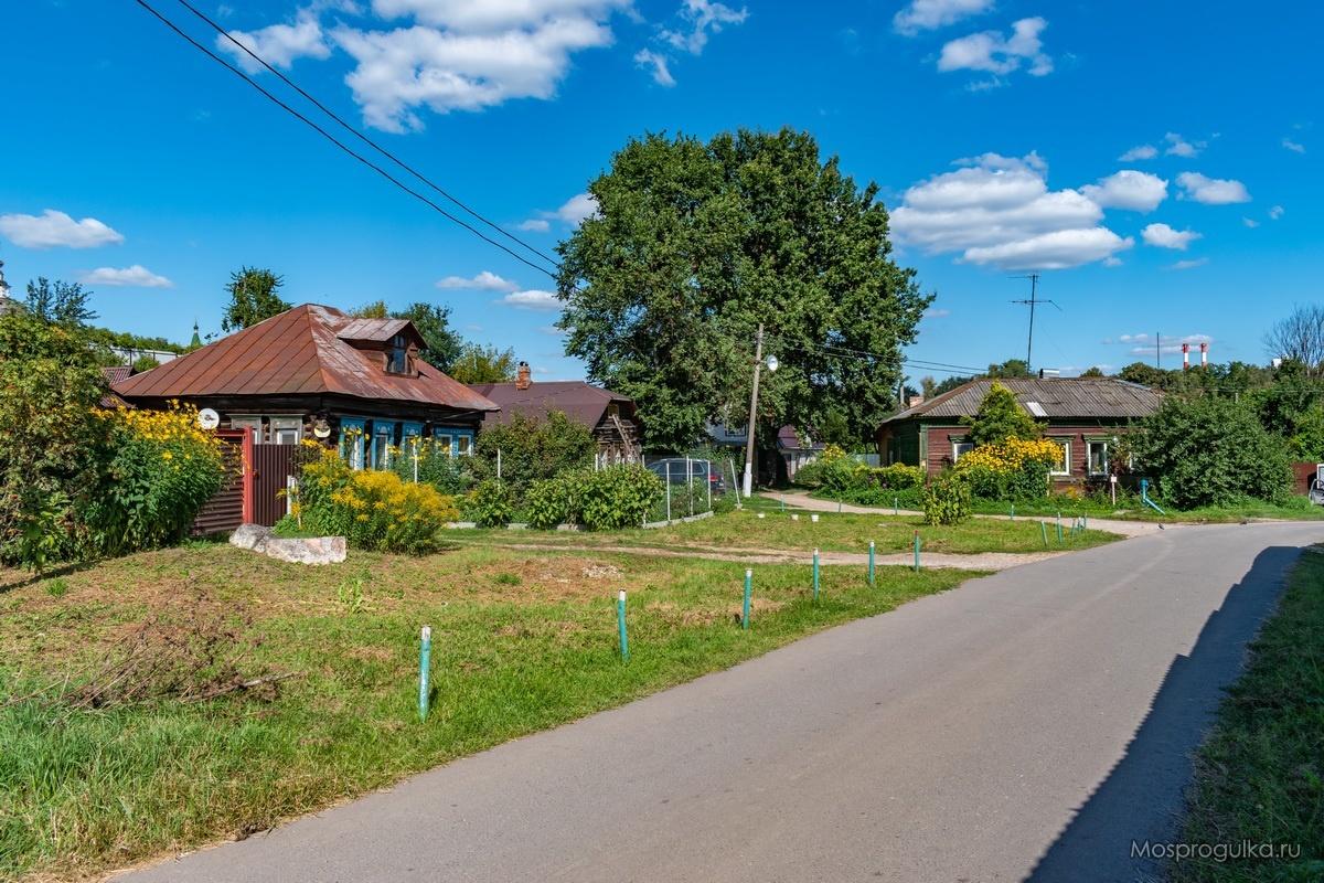 Жилые дома на улице Красная гора на территории Серпуховского кремля