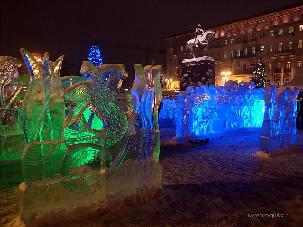 Путешествие в Рождество 2014-2015: ледяной лабиринт на Тверской площади