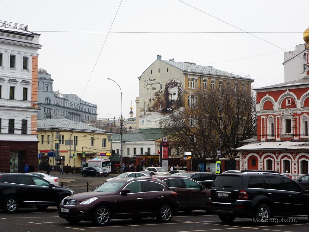 Портрет Миклухо-Маклая на Славянской площади