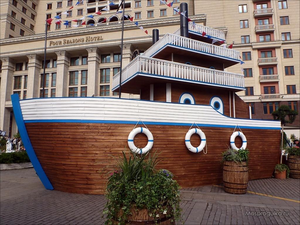 Москва, манежная, площадь, продажа, торговля, вещи, сувениры, шапки, матрешки, футболки