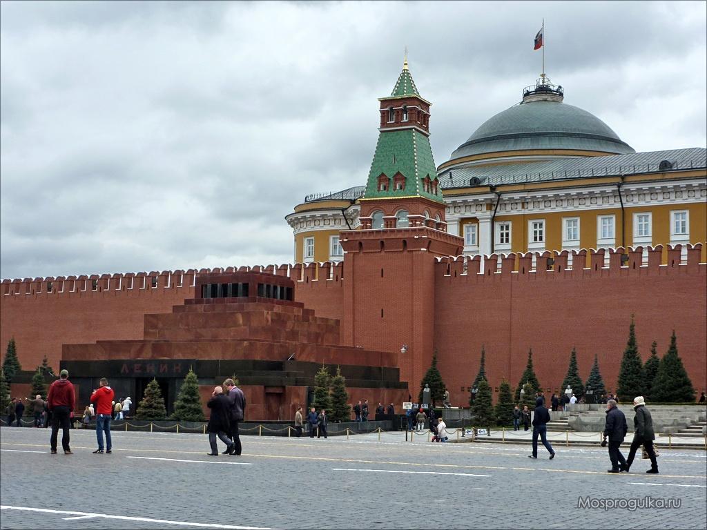 Сенатская башня Московского Кремля и Мавзолей