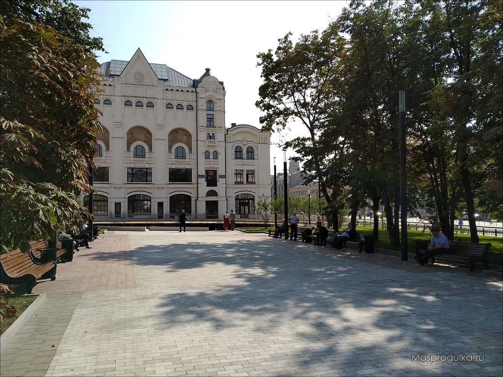 Сквер со стороны Лубянской площади