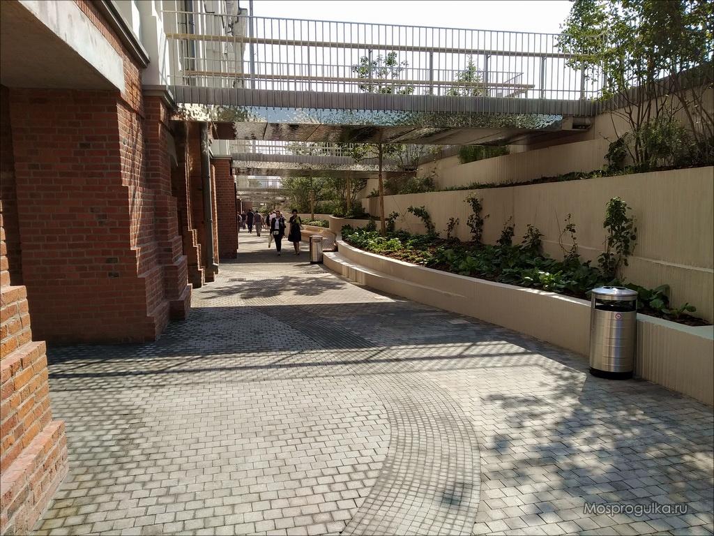 Пешеходная галерея вдоль Политехнического музея